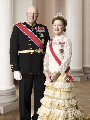 King and queen head for Poland