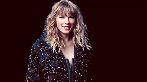 Watch: Taylor Swift Rocks 'SNL' With 'Ready For It' & More