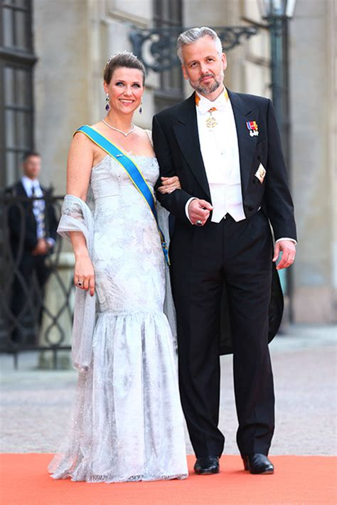 Pregnant Princess Madeleine leads the royal guests at
